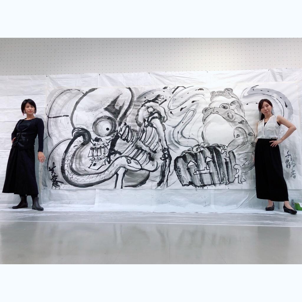 ガマガエルとがしゃどくろの水墨画を描いた女性たち